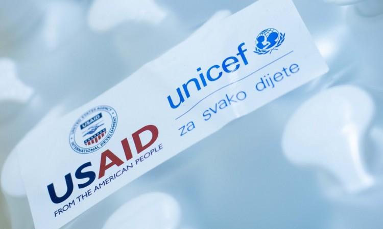 UNICEF i USAID - Sigurno otvaranje škola, donacija sredstava za dezinfekciju | Vitez.info